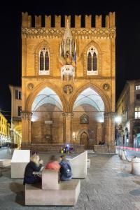 Palazzo della Mercanzia Bynight